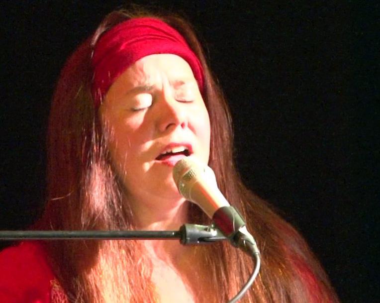 Monika Cyrani - Sängerin